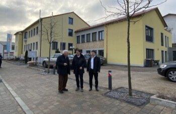 Gemeinschaftsvorsitzender Manfred Krä, Geschäftsstellenleiter Günter Stephan und stellvertretender Gemeinschaftsvorsitzender Alfons Neumeier an der Geschäftsstelle der Verwaltungsgemeinschaft Aiterhofen.