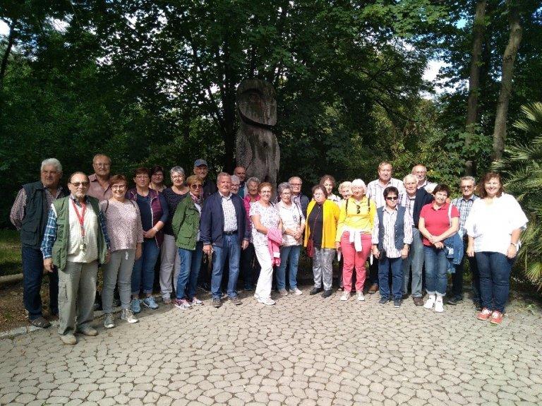 Gruppenfoto beim Tierparkbesuch der ILE Gäuboden-Senioren